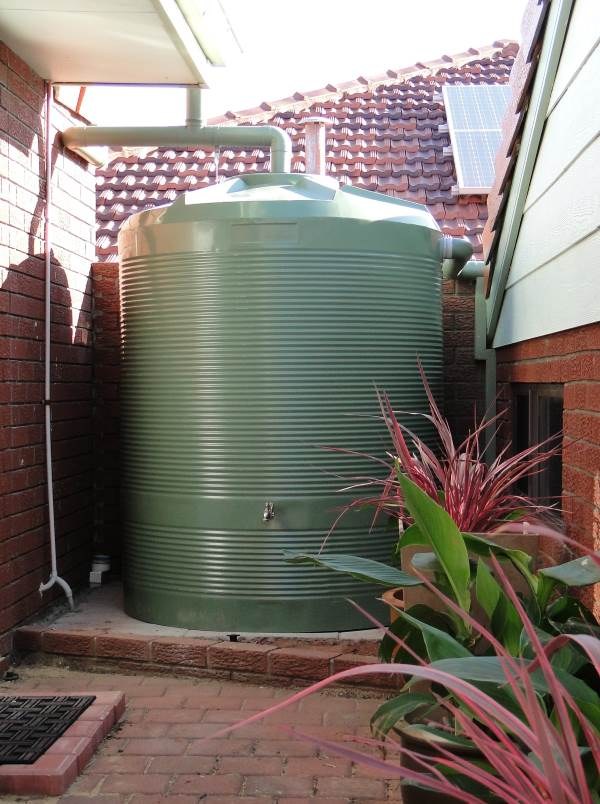 2500L round suburban rainwater tank from West Coast Poly